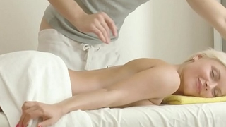 Skinny Petite 18yr old Teen Seduce to Fuck in Massage Parlor